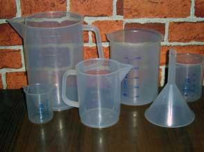 Пластиковая посуда необходима в алхимической лаборатории